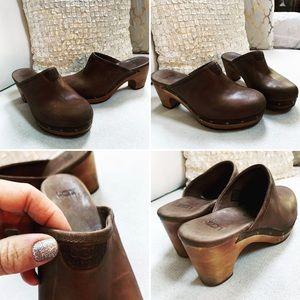 Ugg Clogs Sz 6M Leather Tan Brown HEELS UGGS